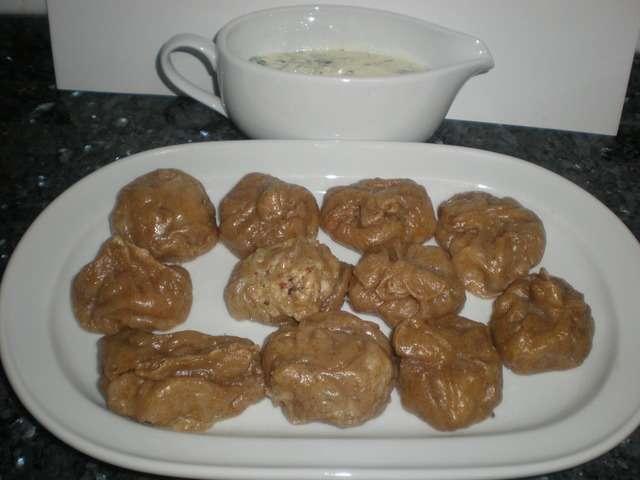CIe9ip - Dumplings de pollo con salsa de queso ahumado